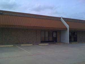 rent commercial property haltom city