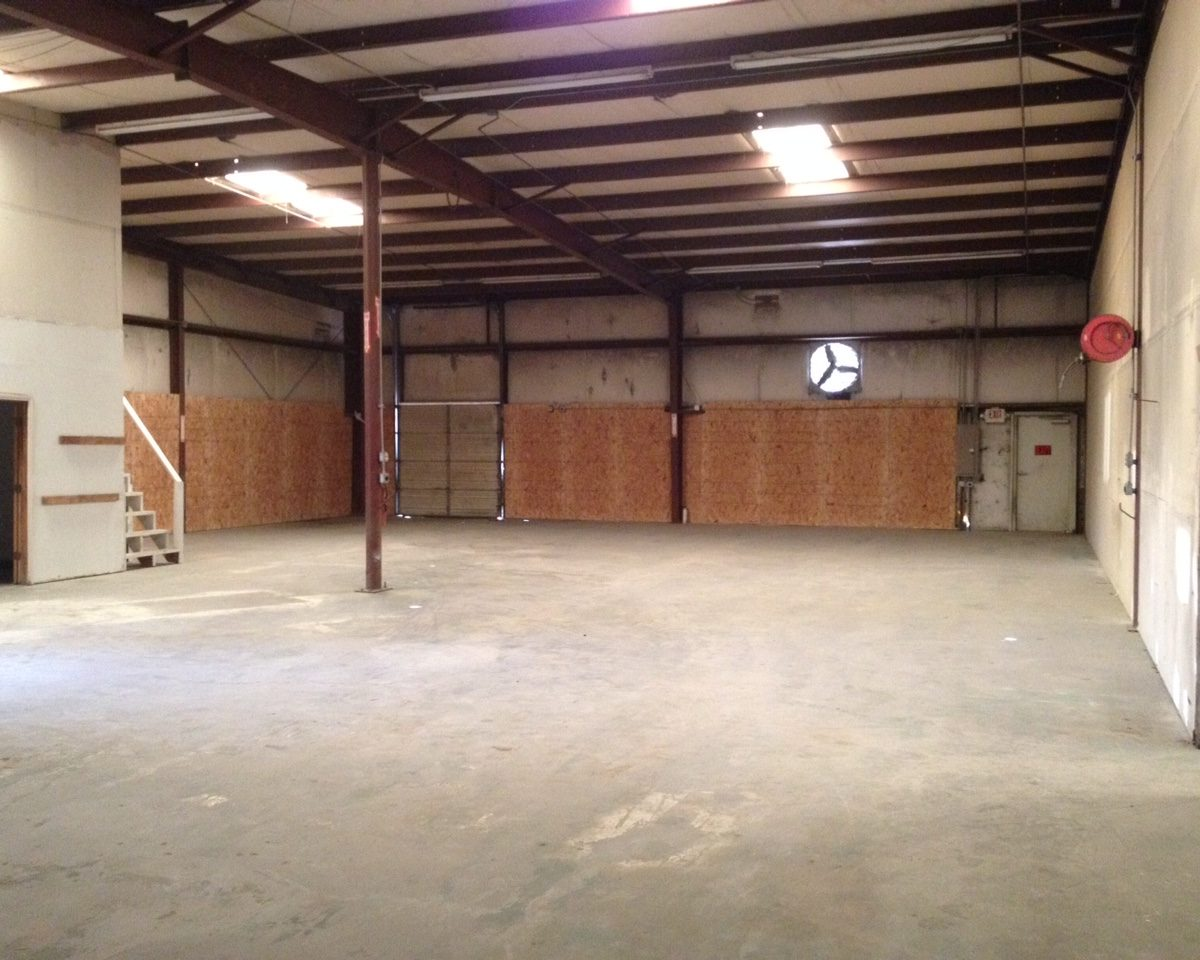 We have what you need in a multi use Tarrant County shop for rent.