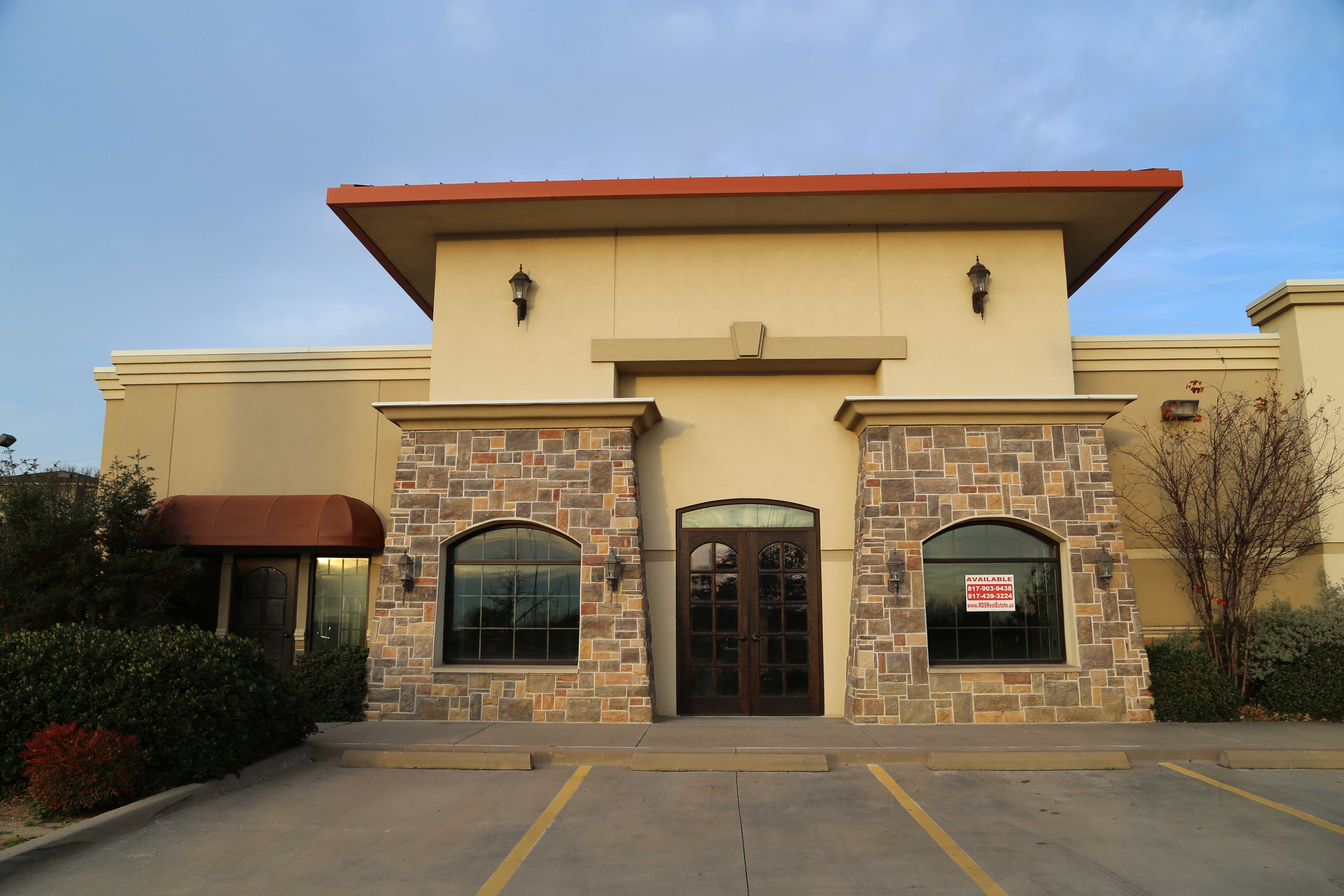 grapevine retail lease space